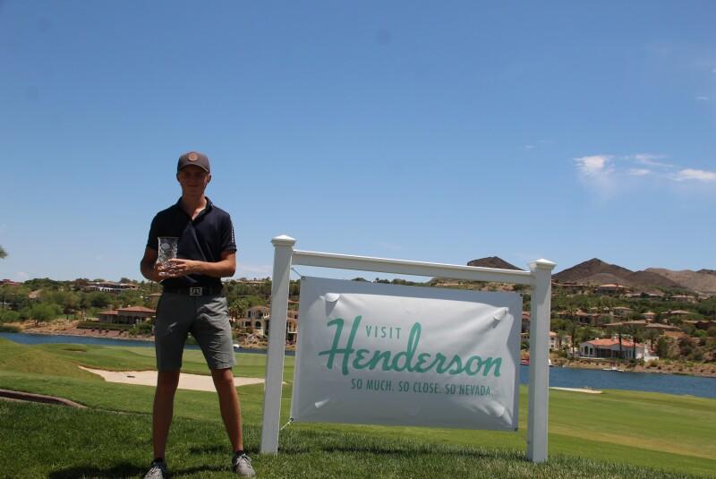 Kristoffer Kuvaas with banner - AJGA Lake Las Vegas Jr - 2021.JPG