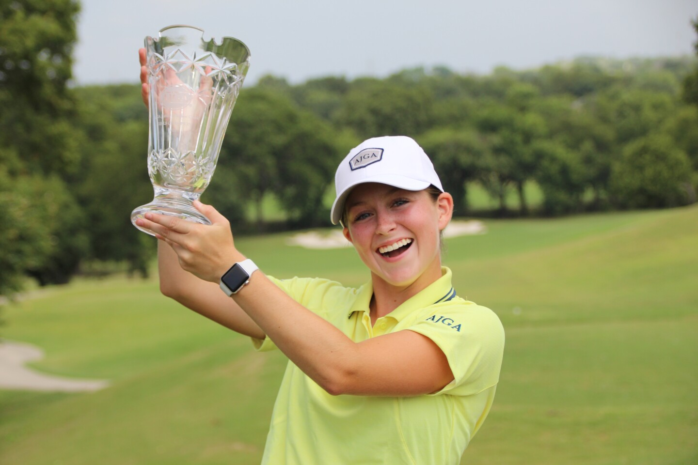 2021 - Ryann Honea holding trophy even higher - Girls Champion - Awards - AJGA Junior at Squaw Creek (17).JPG