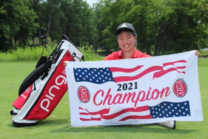 Michelle Liu with champ towel and bag-2021-UHY St. Louis Junior.JPG