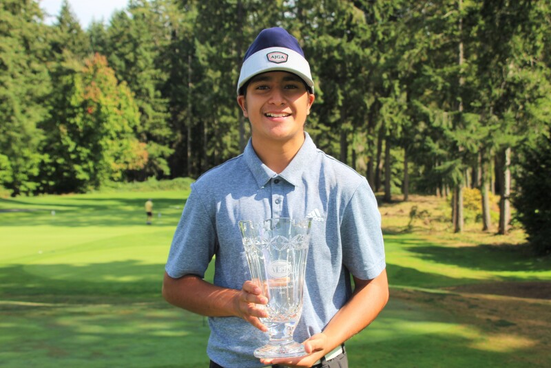 Ishdeep Sodhi with champ trophy zoomed in-2021-Transamerica Junior Open.JPG
