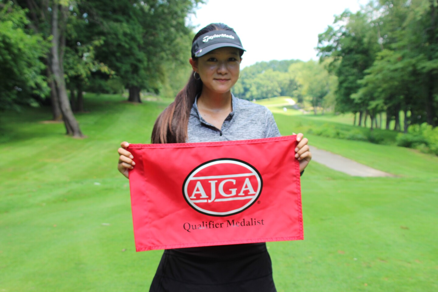 Alissa Xu with qualifier madalist flag -2021 Junior at Knollwood presented by Yoder Oil.JPG